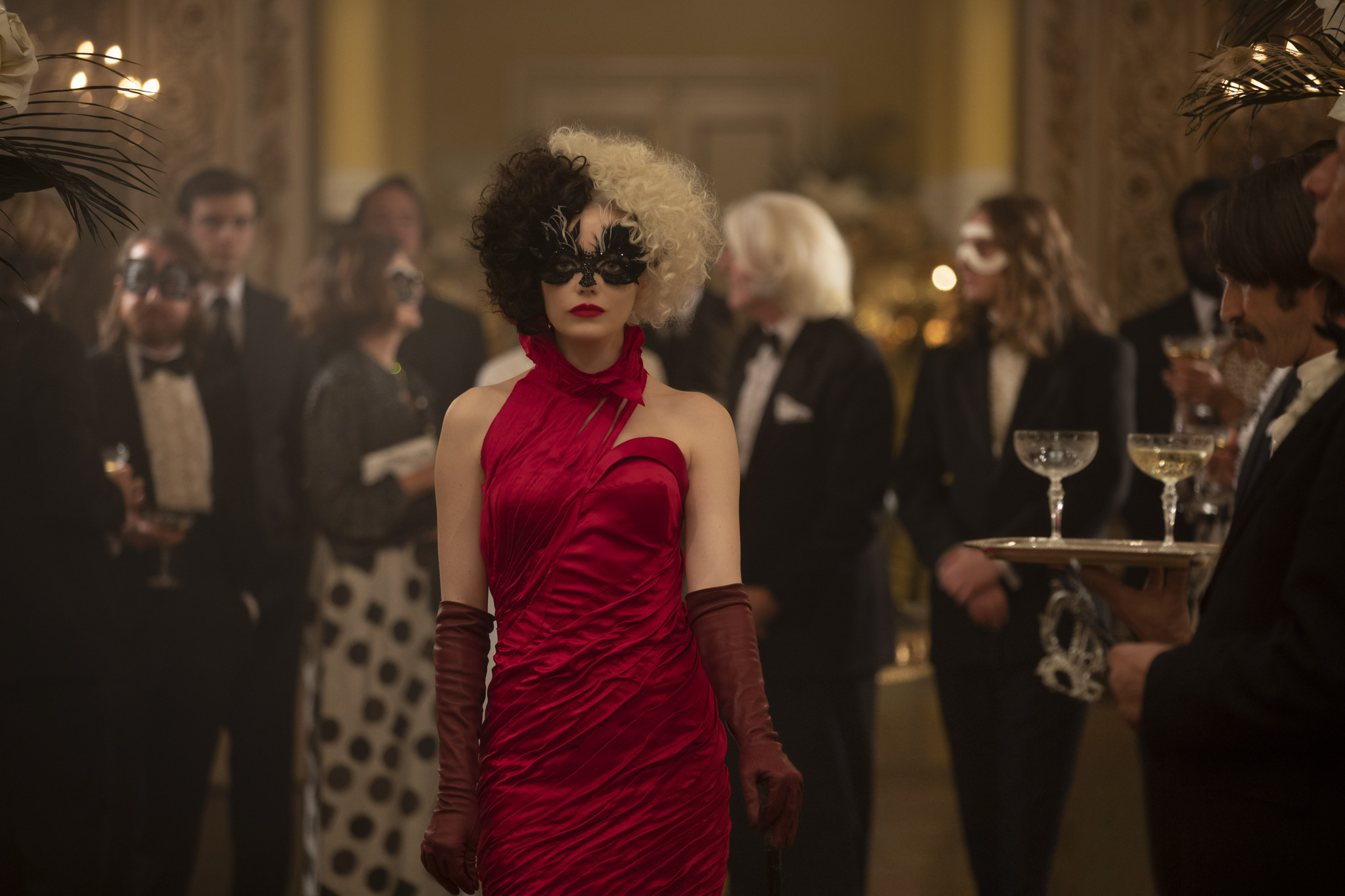 Emma Stone is Cruella de Vil